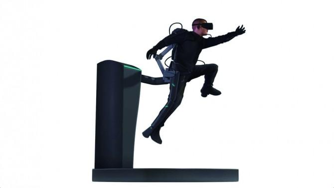 AxonVR이 만든 전신수트와 외골격로봇의 이미지컷. - 액손브이알 제공
